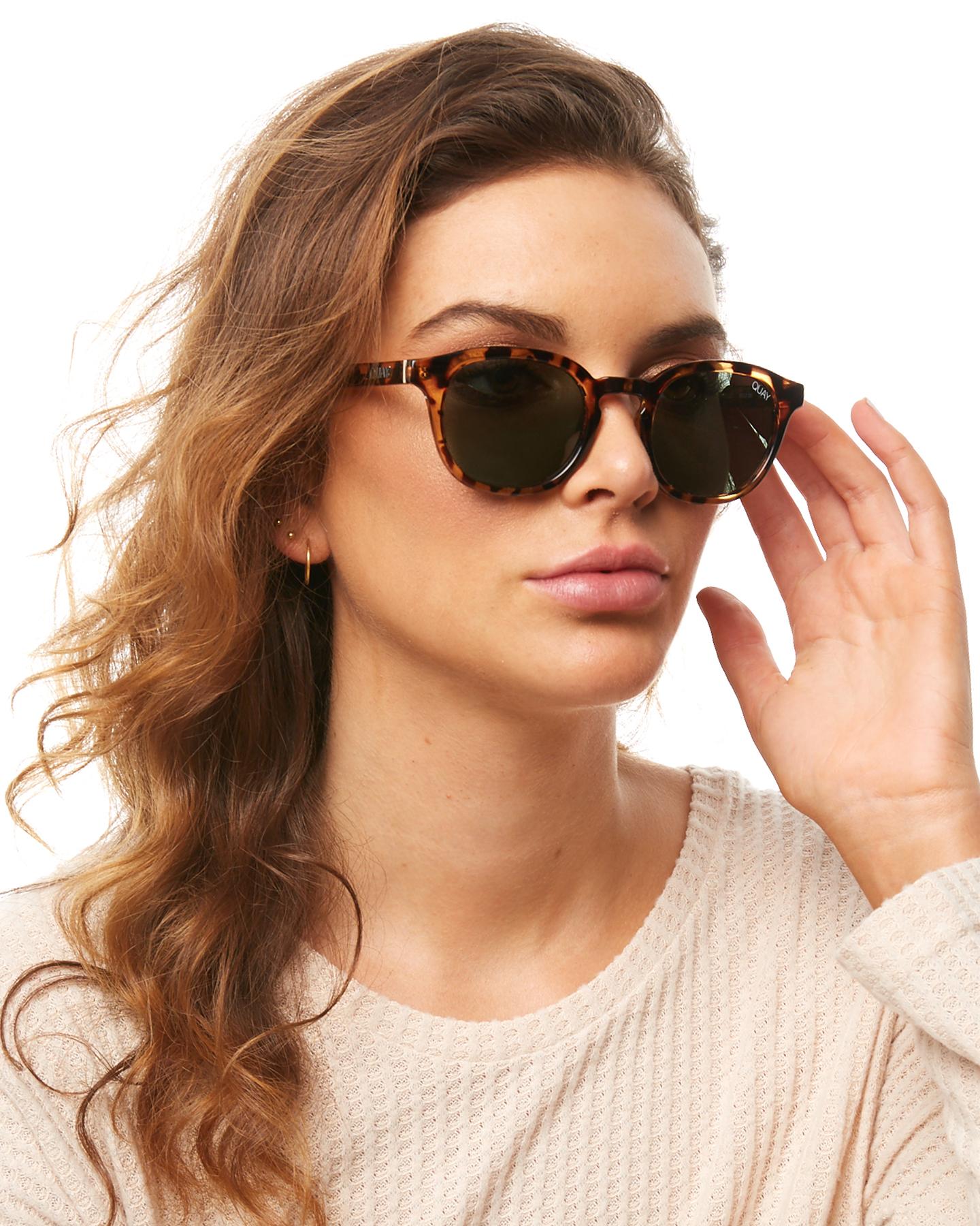 88a02ef3 Quay Eyewear Men's Walk On Sunglasses Stainless Steel Polyester ...